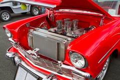 经典之作1956年雪佛兰旧车改装的高速马力汽车 图库摄影