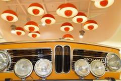 经典之作1968 BMW 2002年钛被显示在BMW博物馆在慕尼黑 免版税库存图片