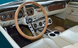 经典之作1965年Ford Mustang内部 免版税图库摄影