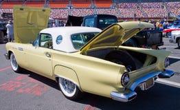 经典之作1957年Ford Thunderbird汽车 库存照片