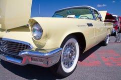 经典之作1957年Ford Thunderbird汽车 免版税库存照片