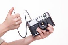 经典之作35mm照片照相机在手中 库存图片