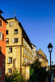 经典之作colorized木构架alsacien街道的房子  库存图片