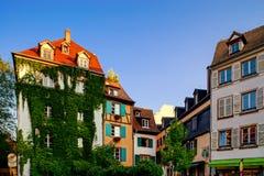 经典之作colorized木构架alsacien街道的房子  免版税库存图片