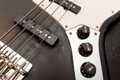 经典低音吉他身体关闭 免版税库存图片