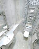经典内部洗手间 免版税库存图片