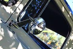 经典卡车镜子第二 库存图片