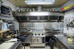 典型厨房的餐馆 免版税库存照片