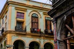 典型哈瓦那的街道 免版税库存图片