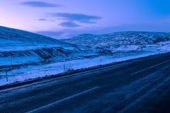 典型地冬天视图在从在冰岛的环行路路线1的东北部黎明,在Egilsstadir附近 免版税图库摄影