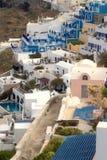 典型希腊海岛santorini的场面 免版税库存图片