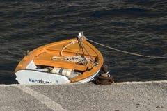 典型希腊海岛santorini的场面 免版税库存照片