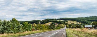 典型的乌克兰自然农村风景 图库摄影