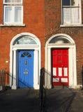 典型的五颜六色的门房子都伯林爱尔兰欧洲 免版税图库摄影