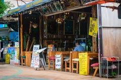 典型的亚洲竹餐馆在Krabi 免版税库存图片