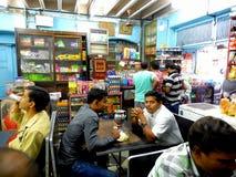 典型的伊朗人的餐馆在孟买 库存照片