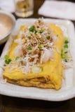 典型的传统日本食物-与白色鱼的煎蛋卷 免版税库存图片