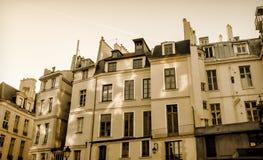 典型的公寓在巴黎 免版税库存照片