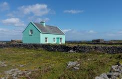 典型的农村种田的村庄爱尔兰 库存照片