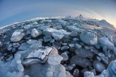 典型的北极冬天风景-卑尔根群岛,斯瓦尔巴特群岛 免版税库存照片
