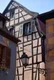 典型的半木料半灰泥的房子在法国03的阿尔萨斯地区 库存图片