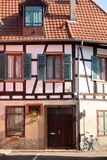 典型的半木料半灰泥的房子在法国01的阿尔萨斯地区 库存图片