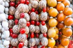 典型的古巴纪念品:种子项链 普遍在古巴帐户 免版税库存照片