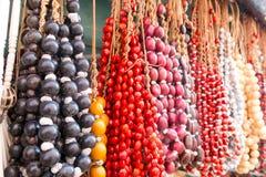 典型的古巴纪念品:种子项链 普遍在古巴帐户 库存图片