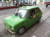 典型的古巴出租汽车和出租车司机拇指 免版税库存照片