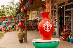 典型的土耳其瓦器商店在卡帕多细亚 库存图片