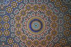 典型的在Tobius ` s qasba的巴巴里人dBerber装饰马赛克在雨以后的摩洛哥 库存图片