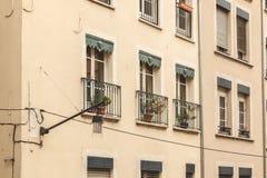 典型的大厦门面在格勒诺布尔,法国的中心 免版税图库摄影
