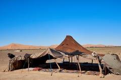典型的巴巴里人帐篷在沙漠 库存照片