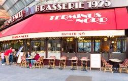 典型的巴黎人啤酒店终点Nord巴黎,法国找出下个Gare du Nord火车站 图库摄影