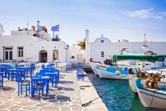 典型的希腊海岛, Naousa,帕罗斯岛海岛,基克拉泽斯村庄  免版税库存照片