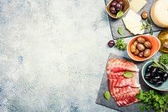 典型的意大利开胃小菜 免版税库存图片