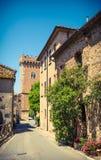 典型的意大利村庄街道,托斯卡纳,意大利 库存图片