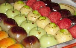 典型的意大利甜点:marzapane果子 免版税图库摄影