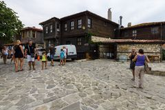 典型的房子和街道在内塞伯尔联合国科教文组织世界遗产名录镇  库存照片