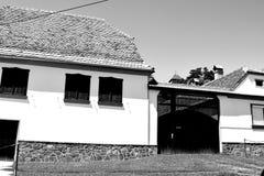 典型的房子在撒克逊人的村庄Ungra,特兰西瓦尼亚,罗马尼亚 库存照片
