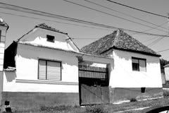 典型的房子在撒克逊人的村庄Ungra,特兰西瓦尼亚,罗马尼亚 免版税图库摄影