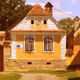 典型的房子在村庄Crit,在被加强的中世纪教会的区域在村庄Ungra,特兰西瓦尼亚 免版税库存照片