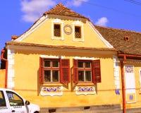 典型的房子在村庄Crit,在被加强的中世纪教会的区域在村庄Ungra,特兰西瓦尼亚 免版税库存图片