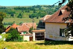 典型的房子在村庄Merghindeal- Mergenthal,特兰西瓦尼亚,罗马尼亚 免版税库存图片