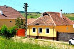 典型的房子在村庄Merghindeal- Mergenthal,特兰西瓦尼亚,罗马尼亚 免版税图库摄影