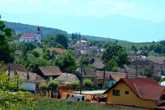 典型的房子在村庄Merghindeal- Mergenthal,特兰西瓦尼亚,罗马尼亚 库存图片
