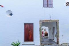 典型的房子墙壁在Monsaraz 免版税库存照片