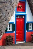 典型的房子,马德拉岛海岛看法桑塔纳的 免版税库存图片