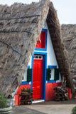 典型的房子,马德拉岛海岛看法桑塔纳的 库存照片