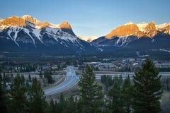 典型的日出风景frrom Benchalnds大阳台观点在Canmore,亚伯大,加拿大 免版税图库摄影